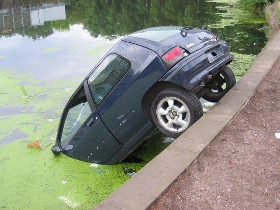 Car-Fallen-In-Canal-Funny-Picture.jpg